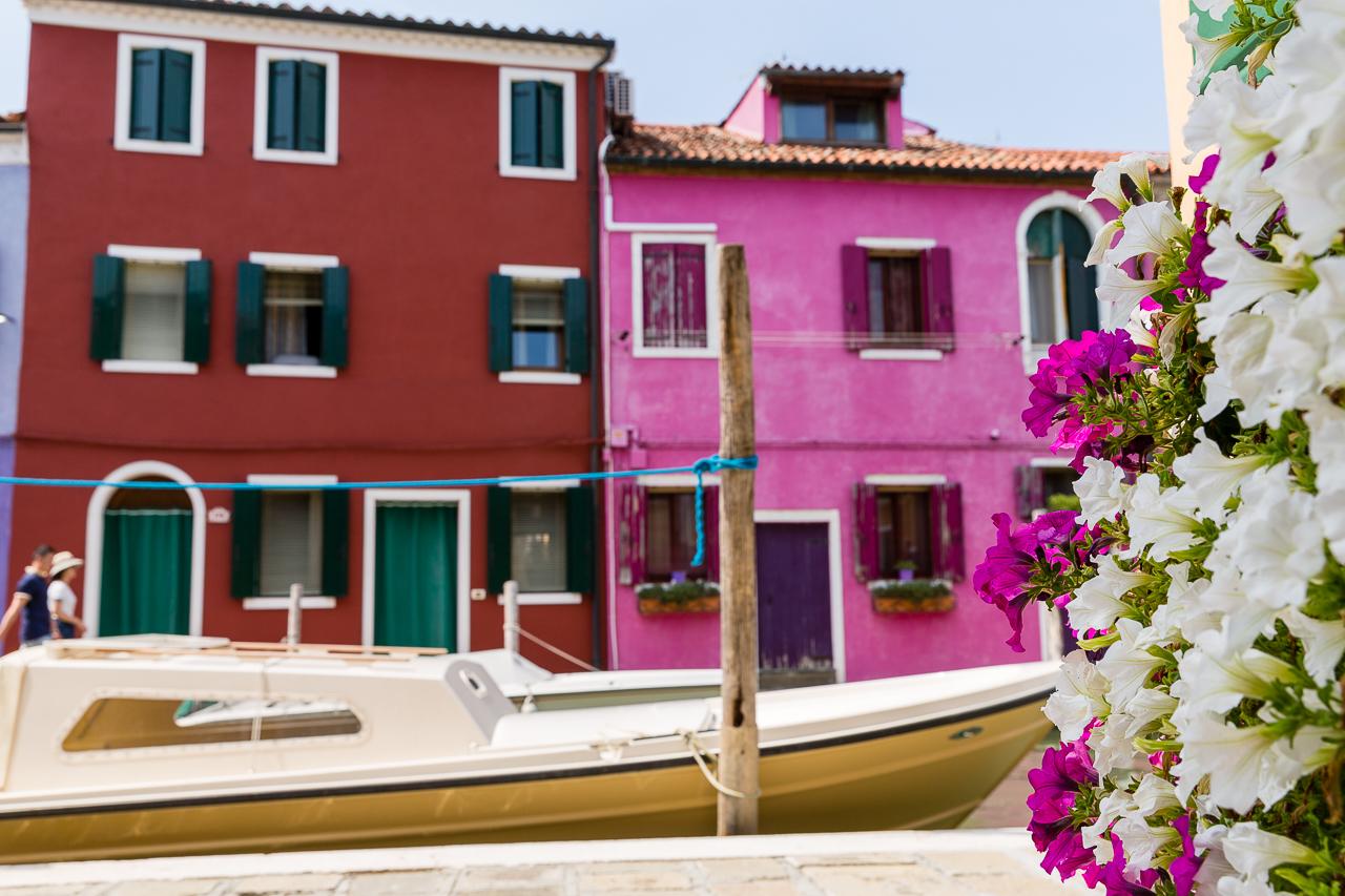 Bild: Bunte Häuser in Burano bei Venedig in Italien