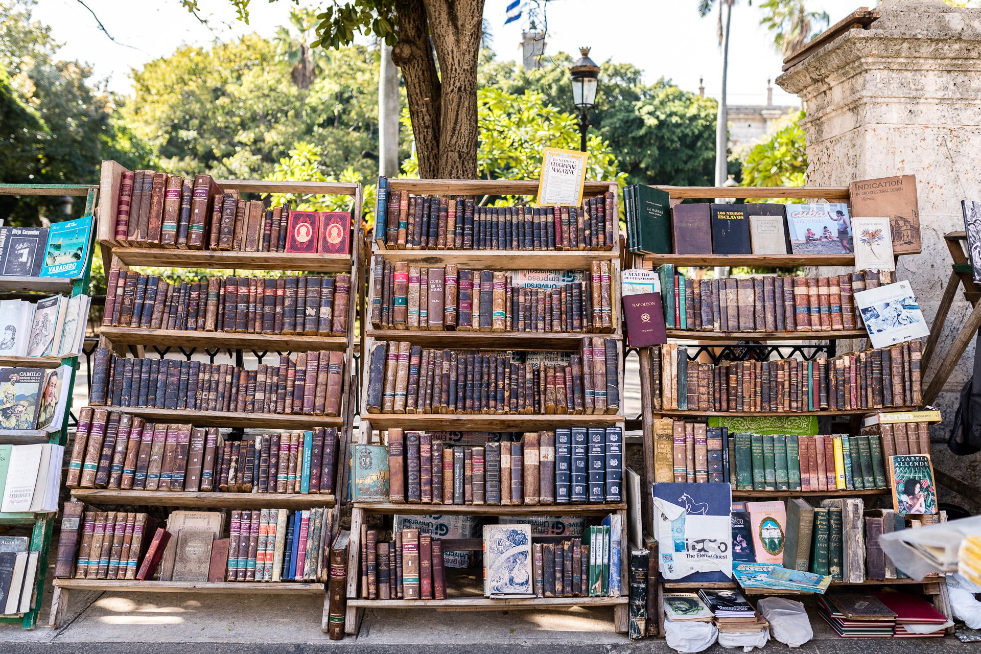 Bild: Second Hand Bücher auf dem Plaza de Armas in Havanna