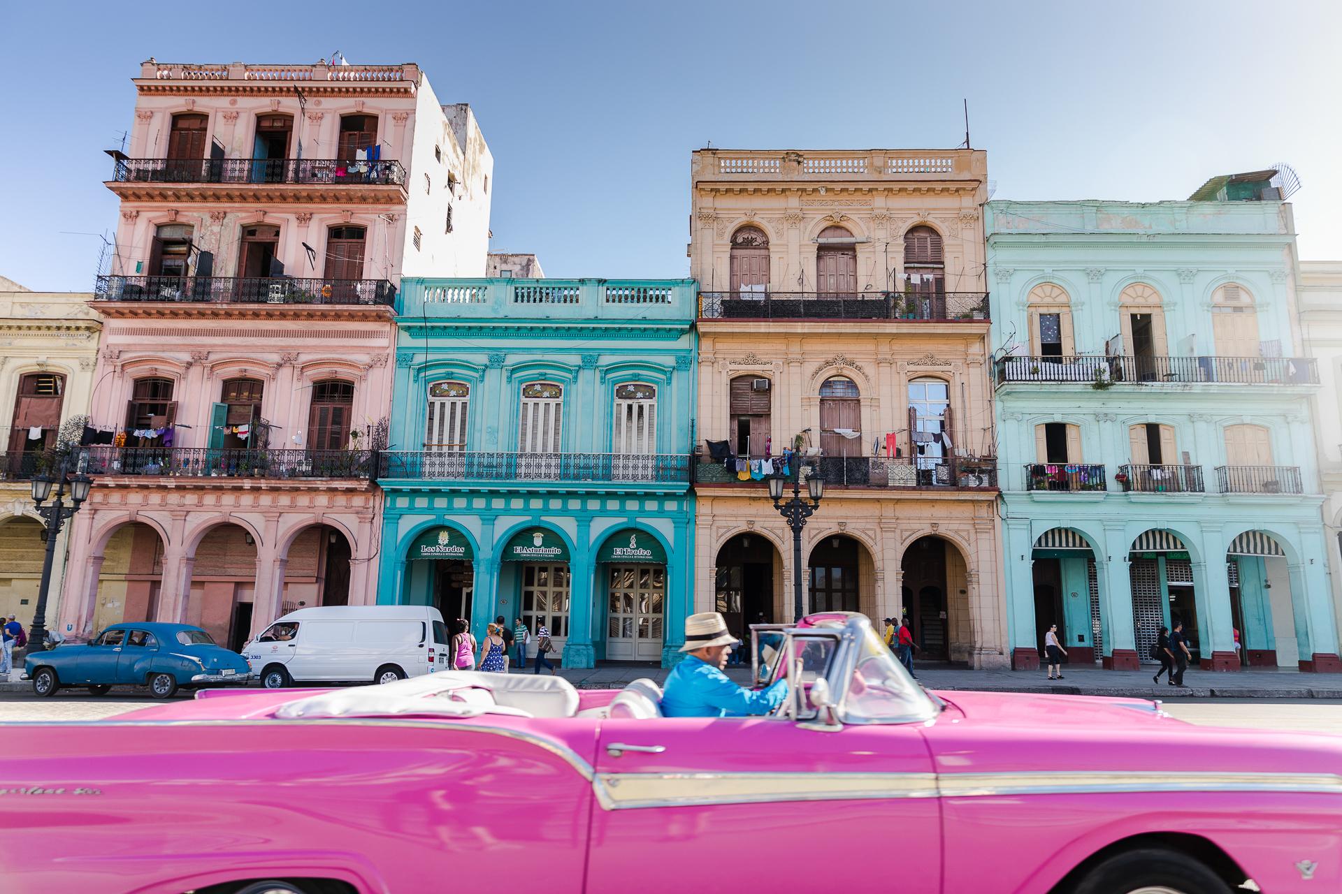 Tipps für bessere Reisefotos Reisefotografie Oldtimer in Havanna vor dem Kongress in Kuba Urlaub Rundreise