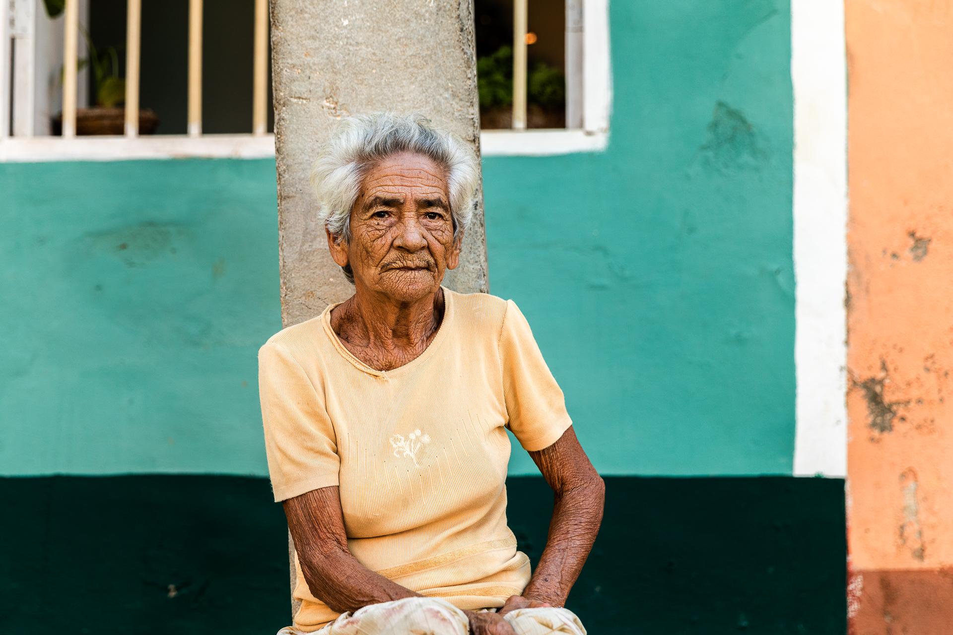 Tipps für bessere Reisefotos Reisefotografie Trinidas Kuba Kubanerin Portrait Reisefotografie Local