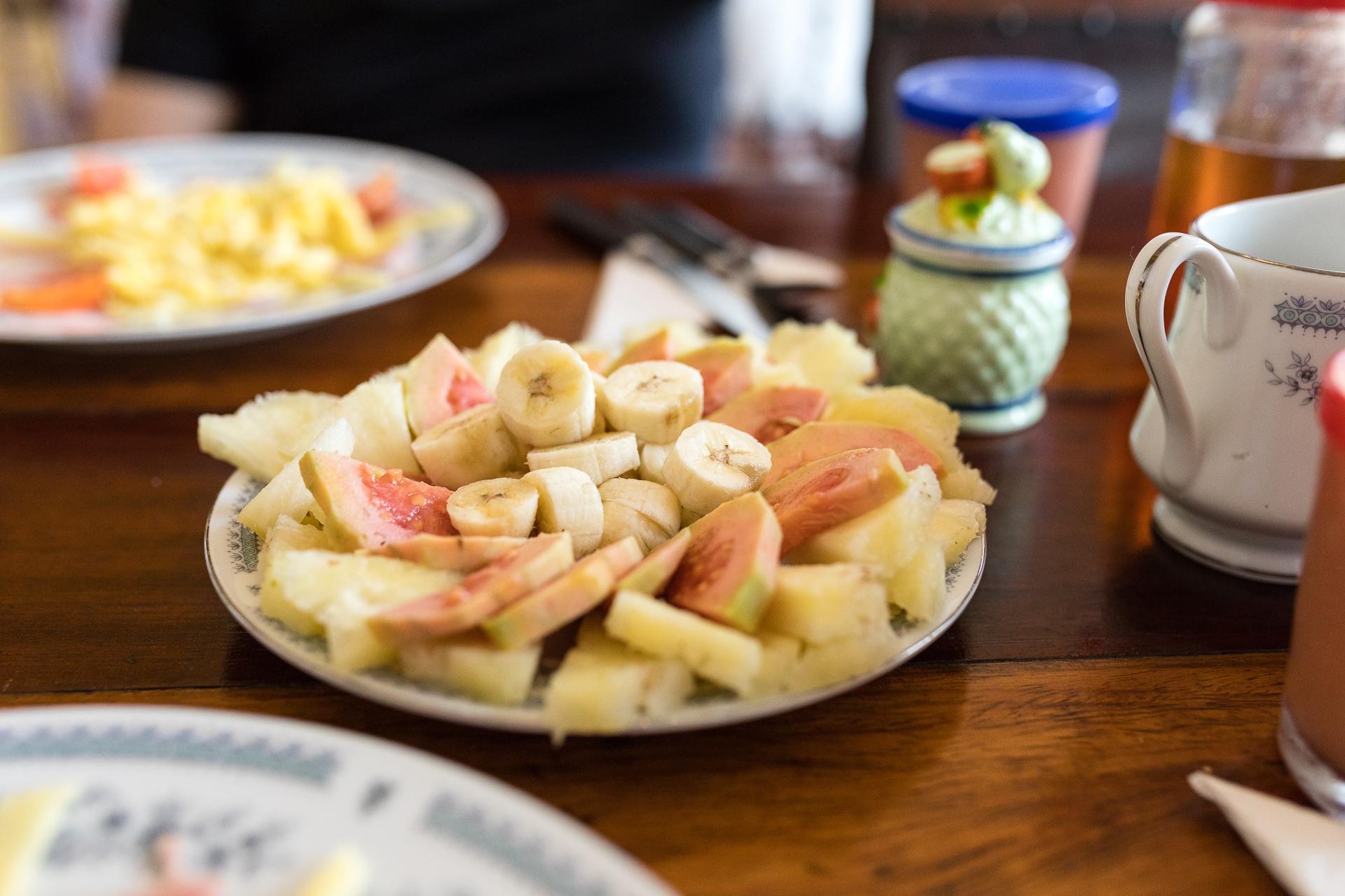 Bild: Frühstück in einer Casa Particular in Kuba mit viel Ei und Obst