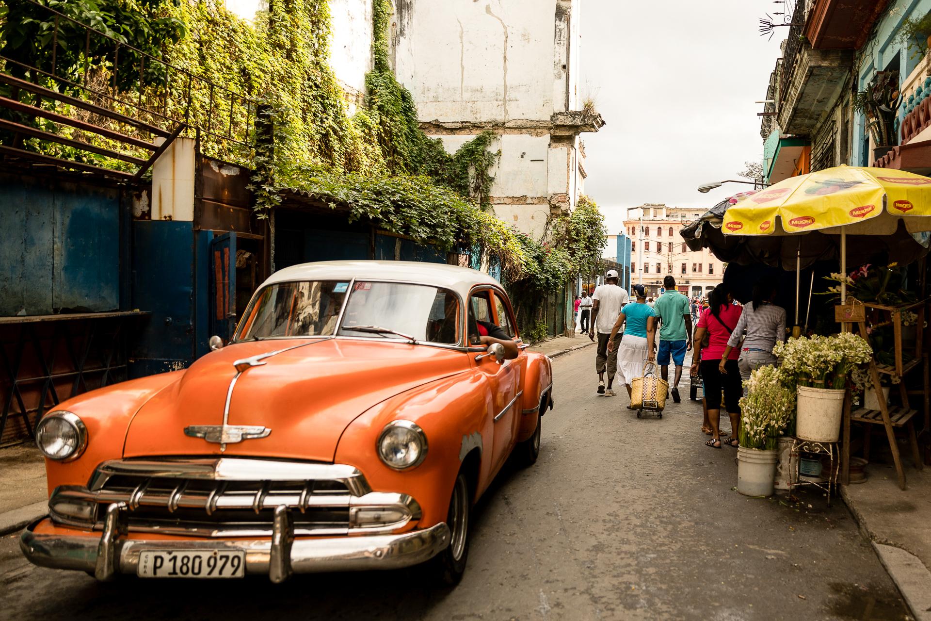 Bild: Oldtimer in Havannas Straßen in Kuba