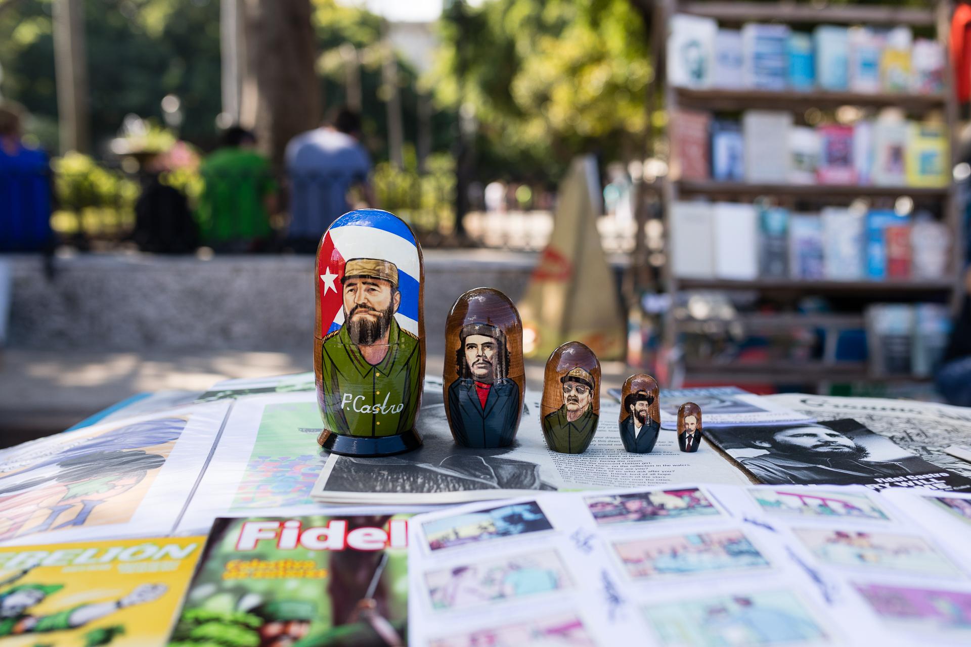 Bild: Flohmarkt auf dem Plaza de Armas in Kuba