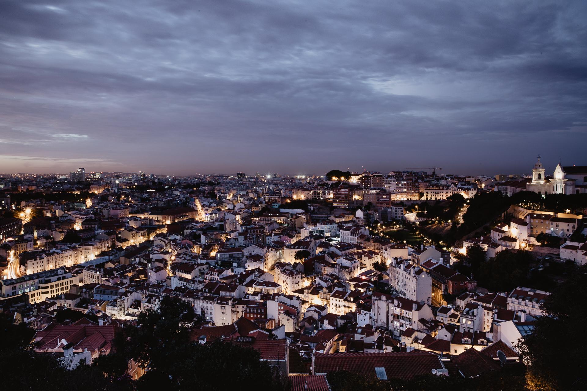 Sehenswürdigkeiten Highlight in Lissabon Burg Castelo de S. Jorge Sonnenuntergang Blaue Stunde