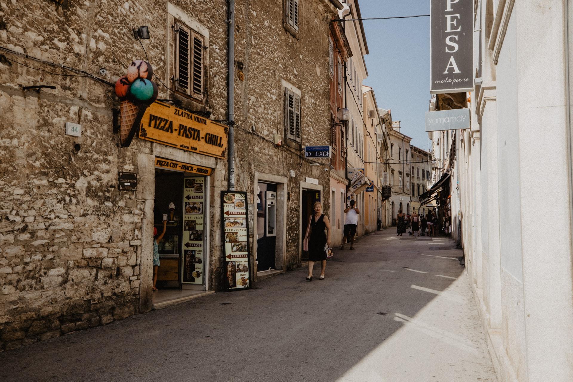 Einkaufsstraße Pula Stadtspaziergang