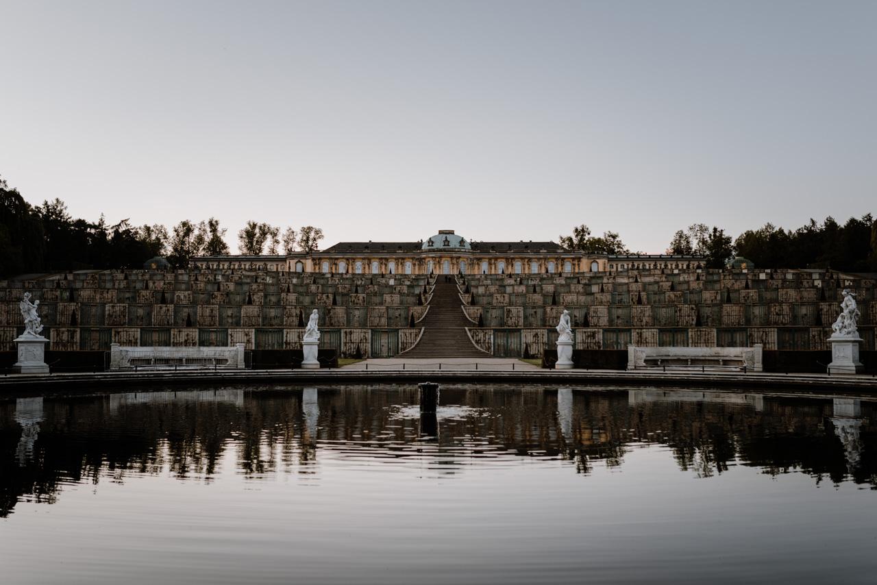 Schloss Sanssouci im Sonnenuntergang Potsdam Schlösser Wanderung